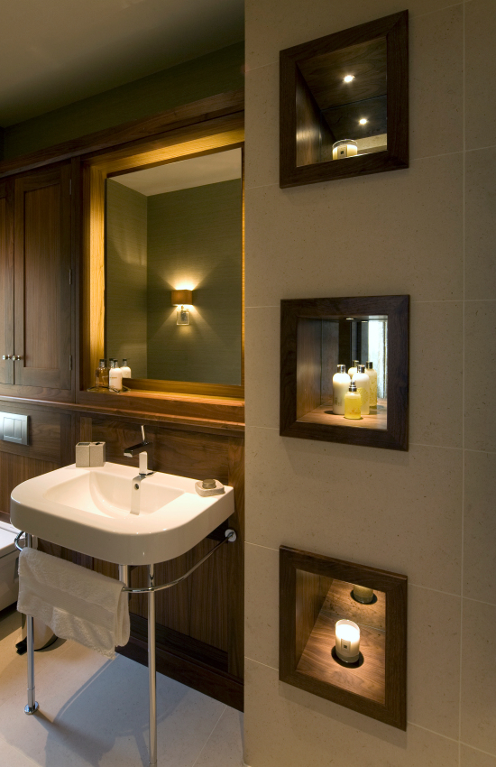 Bathroom lighting with mirror lighting and lit niches
