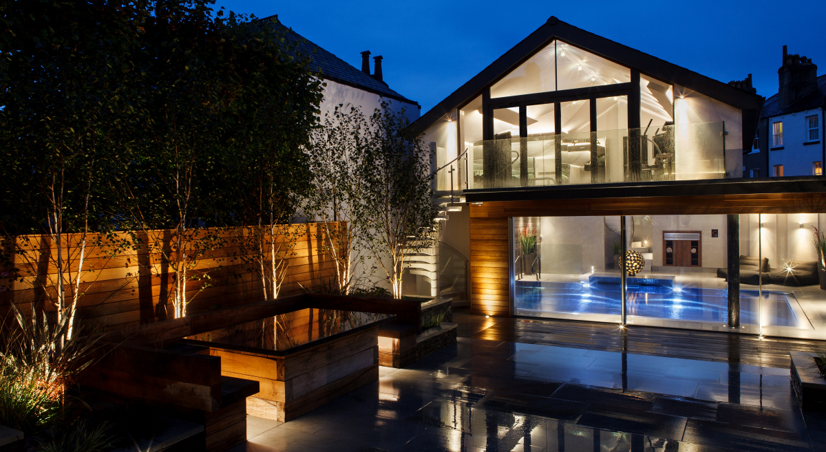 Lighting the garden of a private spa and pool